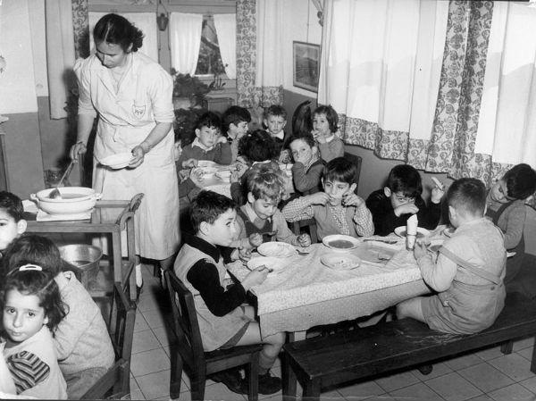 Дитячий садок на вулиці Бен Ієгуди в Єрусалимі, 1948 рік. Ізраїль оголосив незалежність і веде війну з п'ятьма арабськими державами одночасно. Але в країни вже є кому воювати, і є кому прийти на зміну